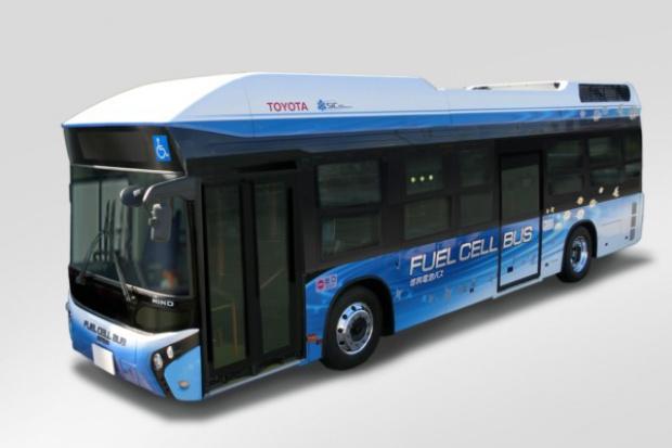 Wodorowy autobus Toyoty w wielkomiejskich warunkach Tokio