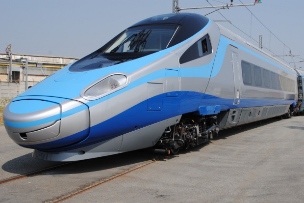 Polski kierowca TIR-a wjechał pod czeski pociąg Pendolino