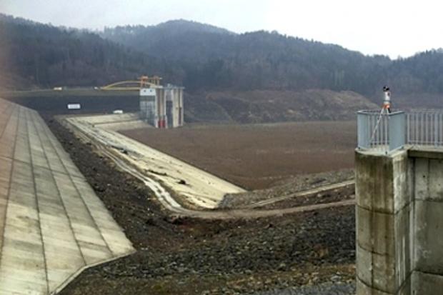 Skanska przeskanuje laserowo zbiornik w Świnnej Porębie