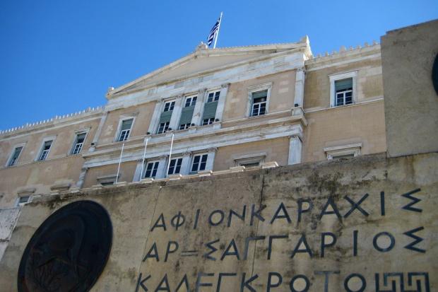 Po wielogodzinnej debacie grecki parlament przyjmuje drugi pakiet ustaw