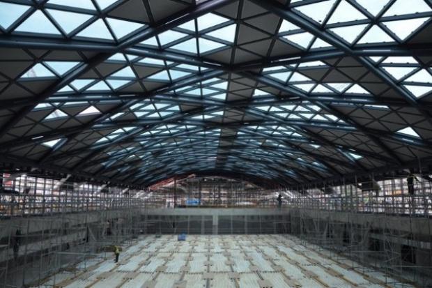 Kończy się szklenie zadaszenia nowego dworca Łódź Fabryczna