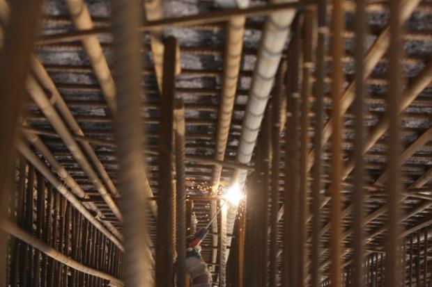 Gdańsk. Na Martwej Wiśle stanęła konstrukcja kolejowego mostu