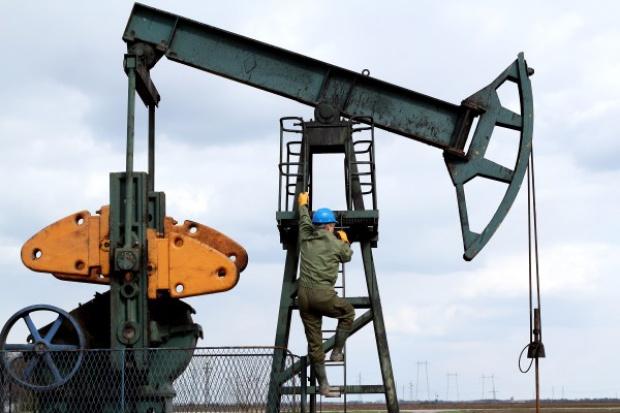 Ropa naftowa nadal w trendzie spadkowym