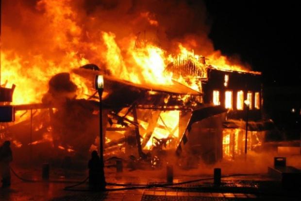 Pożar w fabryce tworzyw sztucznych w Łodzi