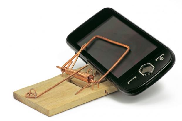 BIG InfoMonitor: ostrożnie z telefonem na wakacjach
