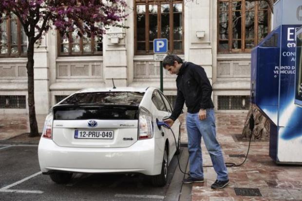 Przybywa samochodów na paliwa alternatywne