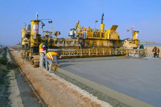 Posłowie uchwalili nowelę ułatwiającą terminowe wykonywanie projektów drogowych