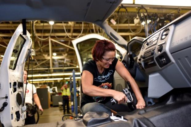 Ford przenosi produkcję do USA