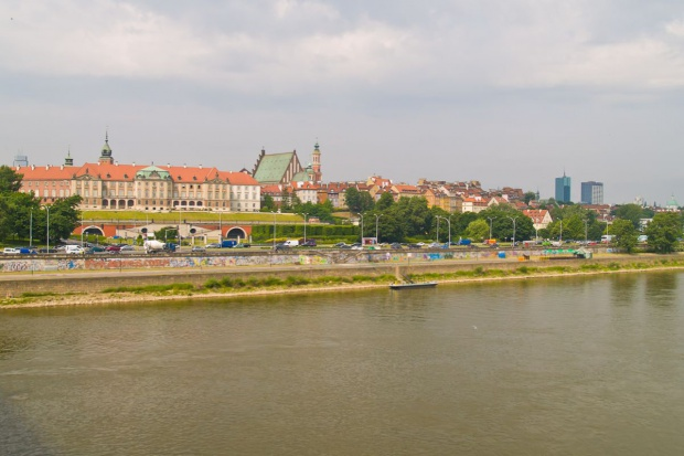 Pożar na remontowanym Moście Łazienkowskim w Warszawie