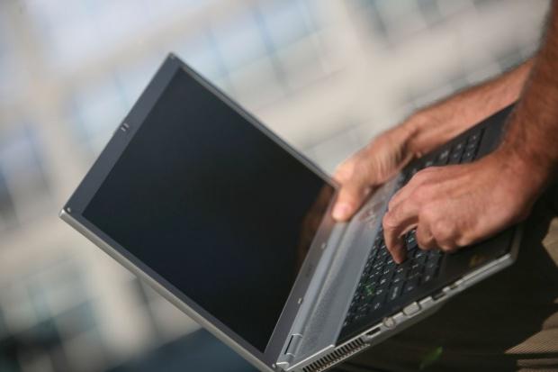 NIK kupuje komputery przenośne z oprogramowaniem