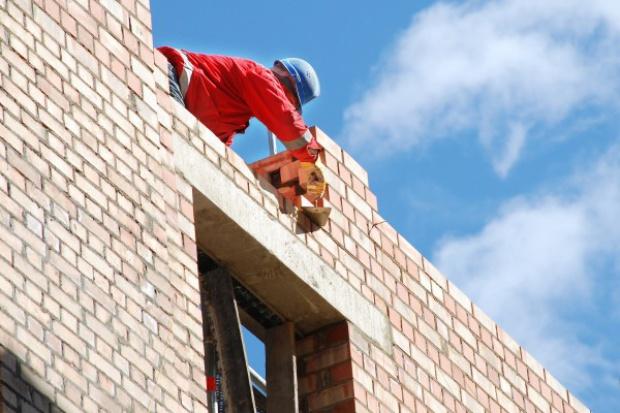 Branża budowlana tonie w długach