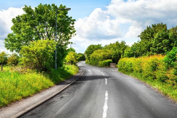 Poseł PSL: gminy powinny móc budować węższe drogi