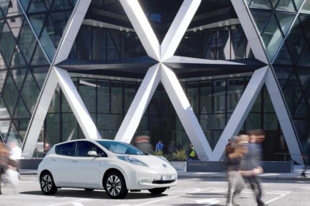 Nissan i Foster + Partners zaprojektują stację paliw przyszłości
