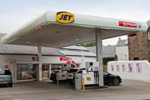 Pierwsza stacja paliw z podwójnym logo