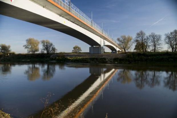 Osiem ofert w przetargu na dojazdy do mostu na Odrze