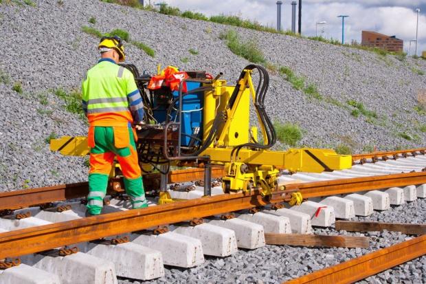 Skazani pracują przy budowie linii tramwajowej w Olsztynie