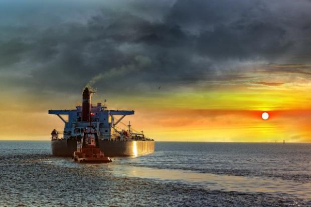 Amerykańska ropa popłynie do Europy. Kto na tym skorzysta?