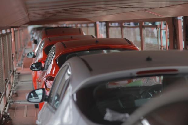 Ukraina znosi ekstra cła na zagraniczne auta