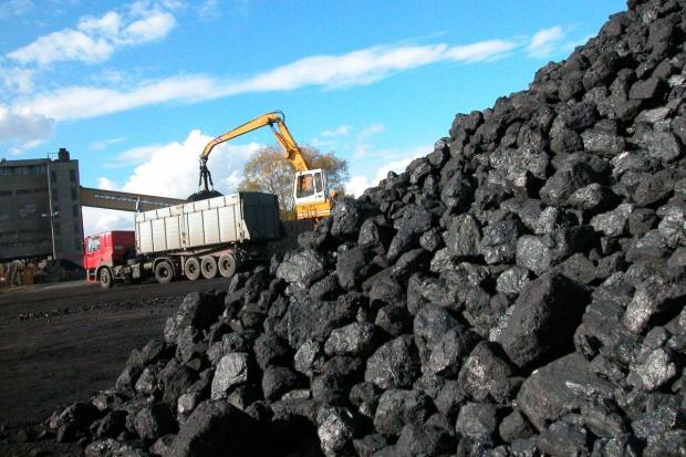 Węgiel na równi pochyłej - ceny nadal lecą w dół