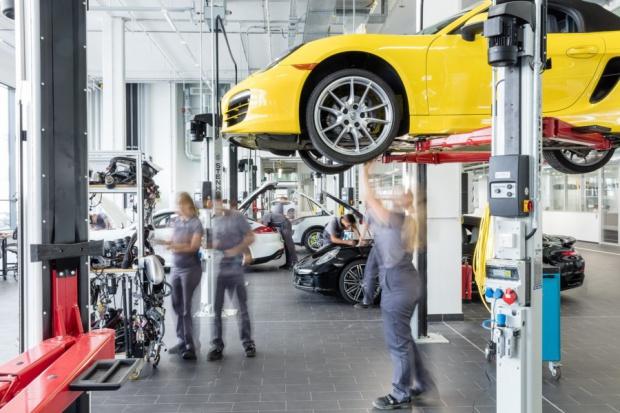 Pracować w Porsche? Firma wskazuje drogę