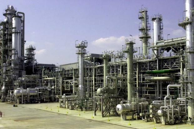 Po pożarze Unipetrol częściowo wznawia produkcję