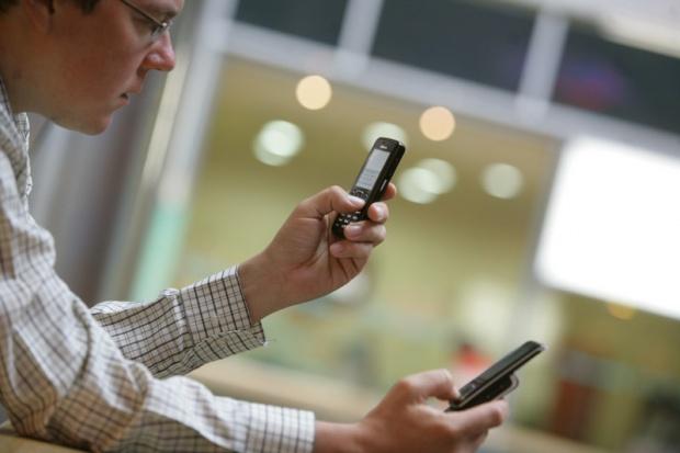 CBOS: 91 proc. Polaków korzysta z telefonu komórkowego