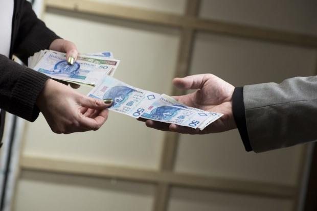 Za zakupy Polacy wolą płacić gotówką