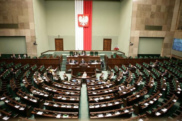 Sejm za rozproszeniem sporów sądowych o komunikacyjne OC