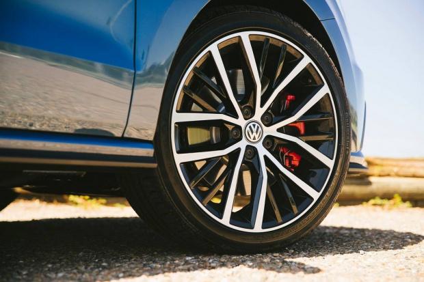 W Wlk. Brytanii skandal z emisją dotyczy 1,2 mln pojazdów VW