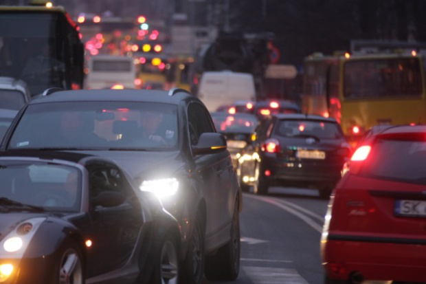 Raport: samochodowe emisje CO2 wyższe o 40 proc. od deklarowanych