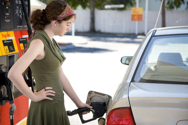 Średnia cena autogazu w górę, diesel tanieje coraz mniej