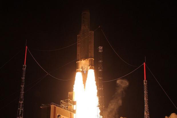 Pomyślny start rakiety Ariane z satelitami telekomunikacyjnymi