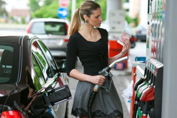 Polska z najtańszymi paliwami w UE