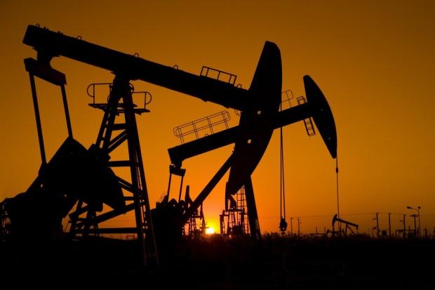 """Na rynku będzie mniej """"lekkiej"""" ropy"""