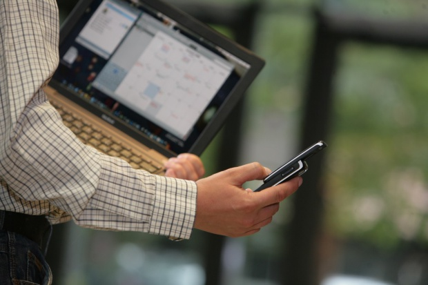 UKE: Orange kupił dwa bloki 800 MHz; P4, T-Mobile i Netnet po jednym