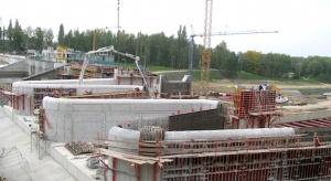 Odbudowa zapory niedaleko Elektrowni Turów za półmetkiem