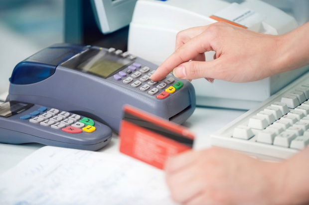 Firmy zwiększają zyski, wprowadzając płatność kartą