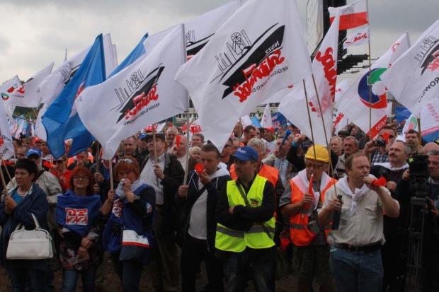 W Warszawie protestowali górnicy wspierani przez pracowników innych branż