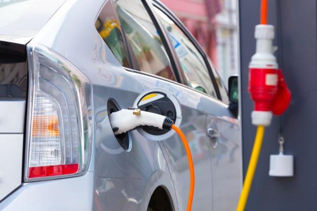 Niemiecki biznes samochodów elektrycznych dostanie 100 mln euro na inwestycje