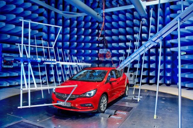 Elektronika pod kontrolą: Astra w Centrum EMC