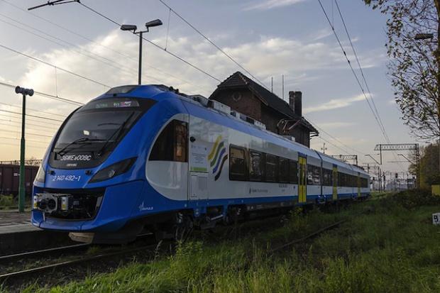 Jak wysiadać, gdy pociąg jest dłuższy niż peron?