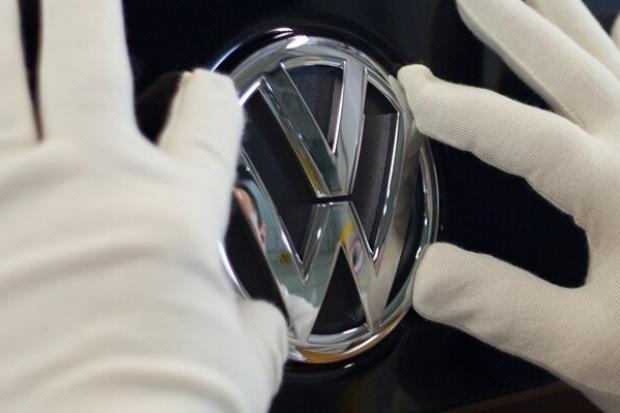 Skandal VW z CO2 dotyczy 98 tys. silników benzynowych