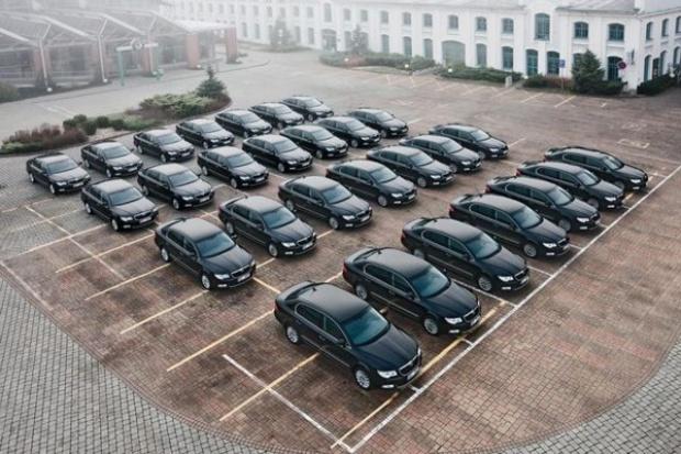 Kupujemy więcej nowych aut