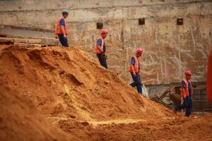 Minister Adamczyk ma kredyt zaufania u budowlańców