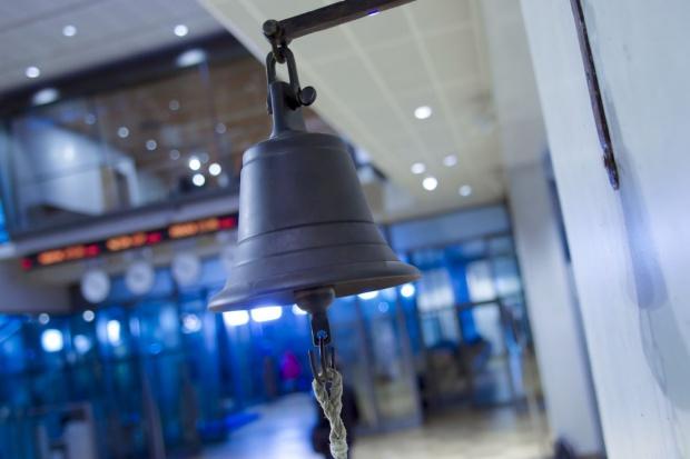 KNF chce zawieszenia obrotu akcjami trzech spółek