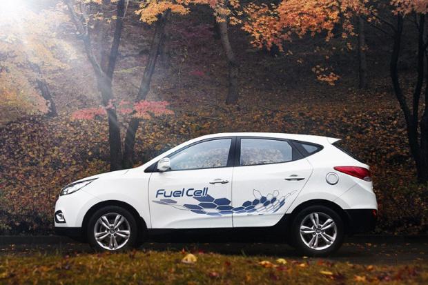 Hyundai dostarczył do Europy 50 samochodów z ogniwami wodorowymi