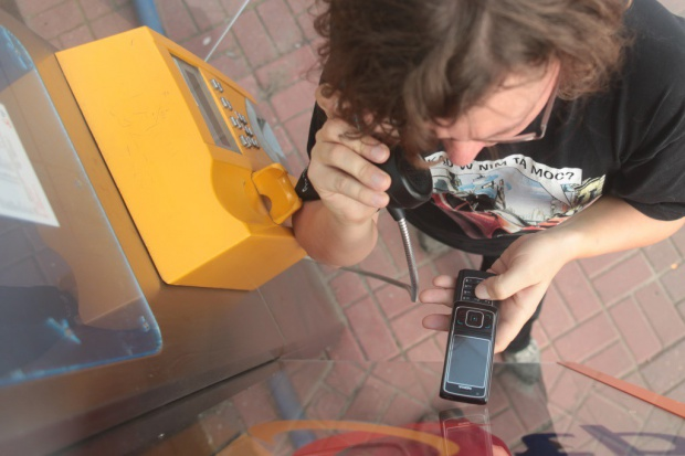 Orange likwiduje automaty telefoniczne w gminach