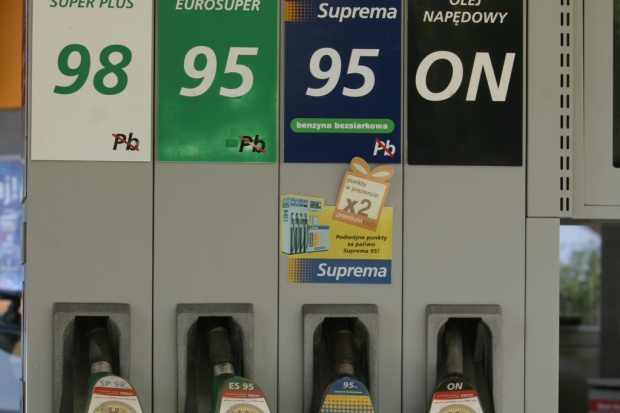 Spadek cen ropy widać na stacjach paliw