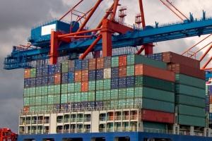Kto korzysta na budowie super kontenerowców?