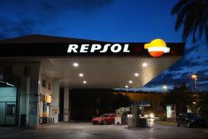 Repsol rozważa sprzedaż biznesu detalicznego